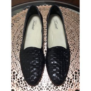 Trotters Size 9SS Black Woven Leather Flats